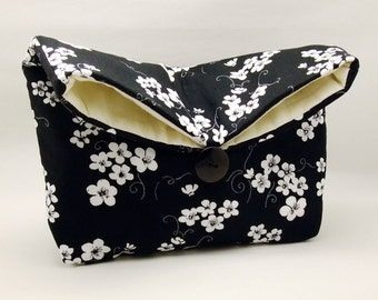 Foldover clutch, Fold over bag, clutch purse, evening clutch, wedding purse, bridesmaid gifts - White flowers on black (Ref. FC43 )