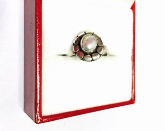 Vintage round Pearl Flower Ring Size 6.5 , Stamped .925, Clearance Sale, Item no. S110