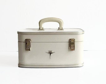 vintage white train makeup case with key 1950s 1960s travel luggage