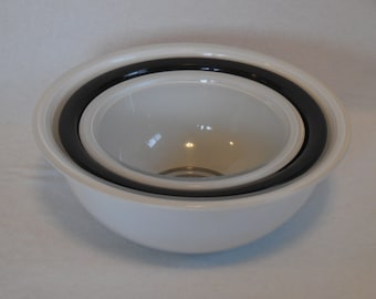 Pyrex White and Black Clear Bottom Nesting Bowls