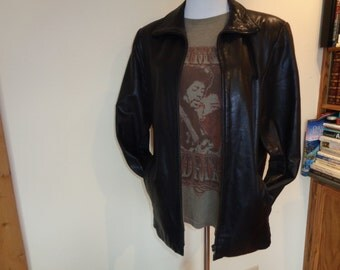 SOFT, SUPPLE, SEXY  Black Leather Jacket in Vintage Condition, Size Female Large with the Gallery Label, Made in China and fully lined