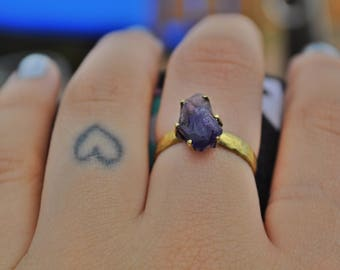 AMETHYST POINT RING