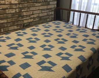 Quilt / Blue and White Quilt / Blue Quilt / Antique Quilt / Vintage Quilt / Handmade Quilt / Homemade Quilt / Blue Quilt / Collectible Quilt