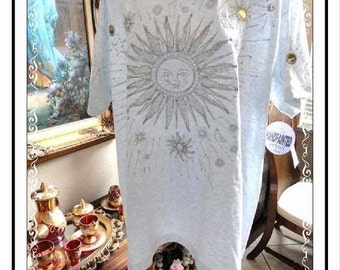 INDIA INK Handpainted Grey Tee Shirt w Sun Faces Screen Print Tee Shirt  by Paintworks - Silver Tone Cabs & Glitter CLO-137a-121813003