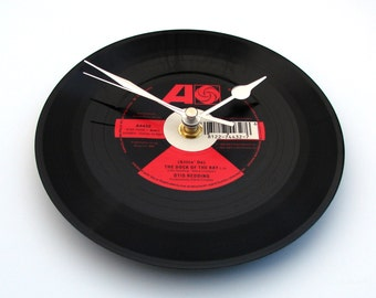 """OTIS REDDING Vinyl Record CLOCK from recycled 7"""" single """" Sittin On The Dock Of The Bay """", Soul, Blues, R&B, red and black, gift for grandpa"""