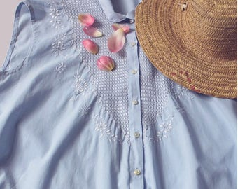 1950 embroidered sleeveless blue cotton Blouse