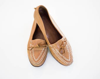 Women's Vintage leather moccasin loafers size 8 1/2