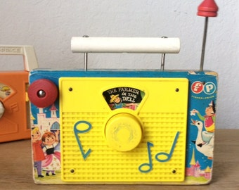 Vintage Fisher-Price Wind Up Farmer In The Dell Radio, Wood &  Plastic Toy Radio, 1963