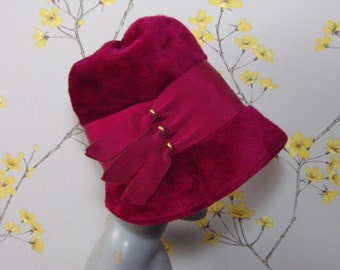 Vintage 1960s Cranberry Red Fur Felt Cloche With Wide Bow Winter Hat Fur Felt Triple band Design Louis Cope Harrogate
