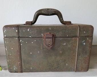 Vintage OUTING ELKHART Metal Tackle Box Tool Box Green box all metal