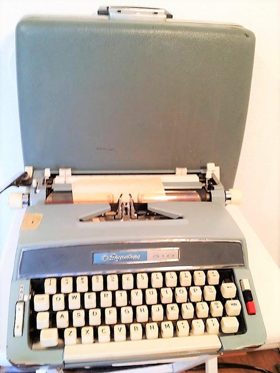 VINTAGE TYPEWRITER SIGNATURE 510 Manual Blue Typewriter with Original Green Case 1965