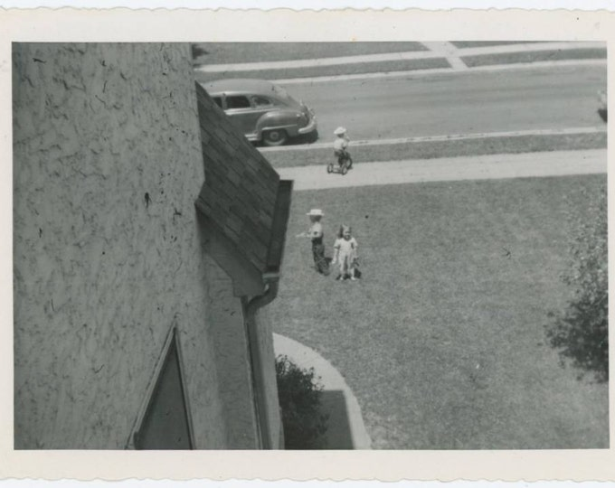 Vintage Snapshot Photo: Children Paying in Front Yard, c1940s (610513)