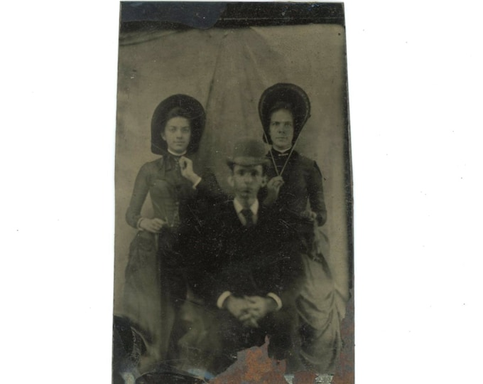 Tintype 1/6 Plate Antique Portrait Photo: Young Man, Two Women, 1800s (611518)