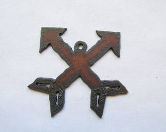 Crossed Indian arrow rustic rusty recycled metal #RM158