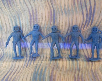 MPC  Vintage Astronaut Plastic Figures