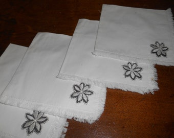 Set of 4 white Cotton Napkins w Applique
