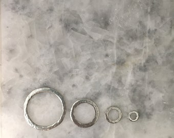 SILVER Connector Ring, Donut, Hammered, Pewter, Seamless, Jewelry Supplies