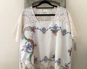 Women's Embroidered Cotton and Lace Blouse .Size 8 to 14.
