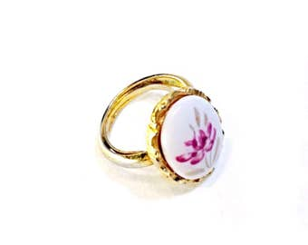 Oval Flower Ring Vintage Goldtone White and Pink Adjustable