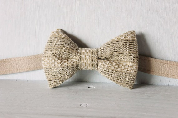 Bow tie unisex >> Vintage textured bow, leather strap, buckle >> Brisbane