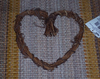 "6"" heart-shaped grapevine wreath,natural craft piece,embellishment,florals,crafting,rustic,country"