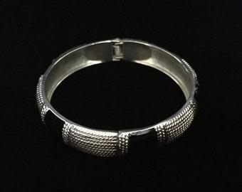 Vintage Spring Hinged Silver and Black Enamel Bracelet (ABX1G)