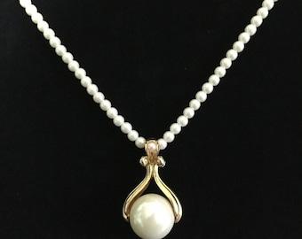 Vintage 1970's Avon Faux Pearl Drop Necklace (ABX2E)