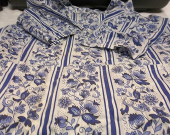 Vintage Blue and White Floral Smock Apron, Size L XL, S
