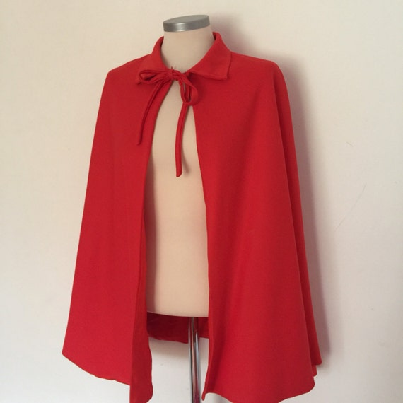 Vintage cape red capelet halloween cloak devil pin up scarlet one size costume crimplene satin lined dagger collar
