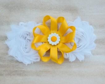 Daisy hair bow, daisy hair clip, yellow daisy flower bow, flower hair bow, flower hair clip, flower for hair, flower girl hair clip, hairbow