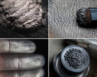 Eyeshadow: Stone Witch-Doctor - Mountain Thorp. Soft brown-purple satin eyeshadow by SIGIL inspired.