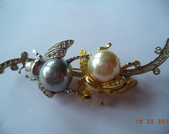 Vintage Unsigned Large Goldtone/Silvertone/Faux Pearl Insects Brooch/Pin