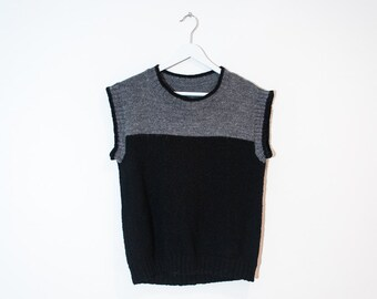 on sale - black & grey knit t-shirt / color block cap sleeve sweater / size M