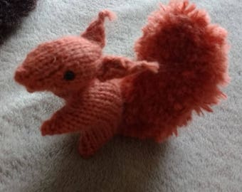 KNITTED SQUIRREL PATTERN