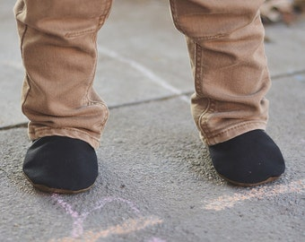 Solid Black Canvas Baby Shoes // Baby Slippers, Baby Booties, Toddler Shoes, Newborn Shoes, Vegan Baby Shoes, Baby Boy Girl, Tula Urbanista