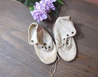 Edwardian child's shoes; white vintage little girls shoes; 1915