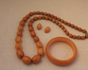 Vintage Butterscotch Amber Bakelite Beaded Necklace Bangle & Earring set