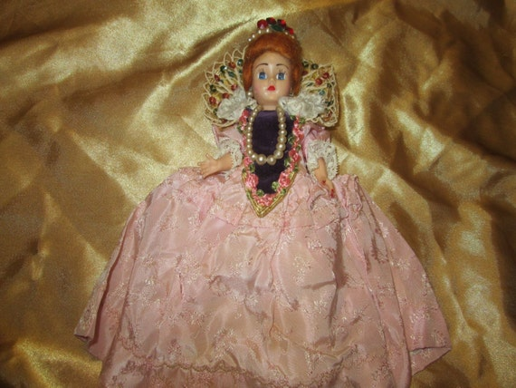 Vintage Queen's Coronation Doll! Perhaps 1950's Punch Board Prize Doll?