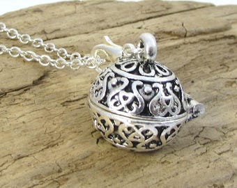 Prayer Box Necklace, 17mm Round Prayer Box with Magnetic Closure and Lobster Claw Clasp, 2.2mm Cable Chain, Necklace Pendant, Item 1370m