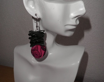 Earrings made of black rubber with pink round with black flower. Earrings are nickelfree.Earrings are  2,36 inches long. They are handmade.