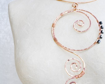 A copper necklace in wire wrapped totally handmade, with spirals is the right jewellery for an anniversary gift, a really trendy choker
