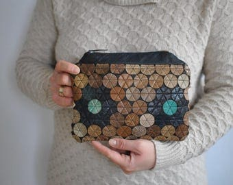 Vintage LEATHER CLUTCH ......(044)