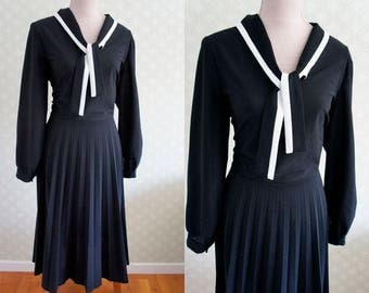 80s XL vintage dress. Large size black and white school girl style dress. Bow collar dress.