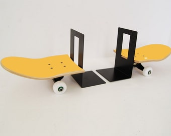 Bookends Double Skate - Yellow Pantone by Skate-Home