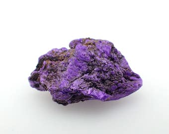 Sugilite raw stone from Norther Cape Prov., South Africa - 1.7gm /20mm x 12.8mm x 8mm (B26)