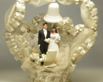 Elaborate vintage retro kitsch 10 inch 1940's 50's chalk ware chalkware bride and groom wedding couple cake topper