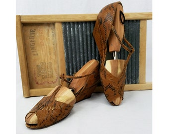 1930s Shoes / 1940s Shoes / 30s Shoes / 40s Shoes / Snakeskin Wedges / Salamander / Brown Snakeskin Wedge Sandals / T Bar Strap / Size 7