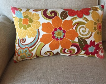 Lumbar pillow cover in mod 1970's style