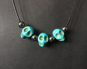 Skull Leather Necklace, Gift For Her, Skull Necklace, Howlite Necklace, Gemstone Necklace, Gothic Gift, Colorful Jewelry, Coloured Howlite