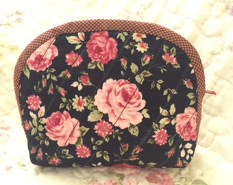 Sweet Roses Hand Made Quilted Cosmetic Pouch Purse, vintage style, Makeup case, Quilting bag, Fabric pouch